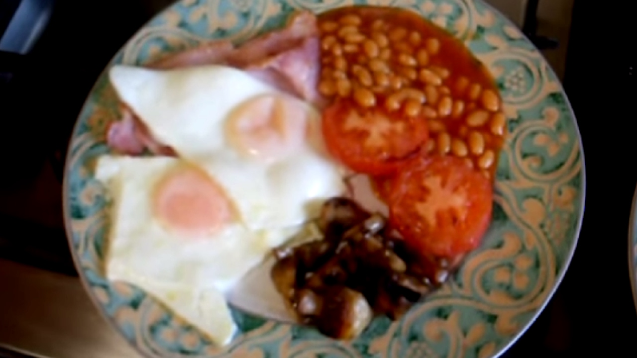 How To Cook An English Breakfast  Bacon, Eggs, Mushroom, Tomatoes And  Beans  Youtube