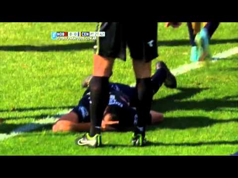 Terrible patada y penalazo en Rosario