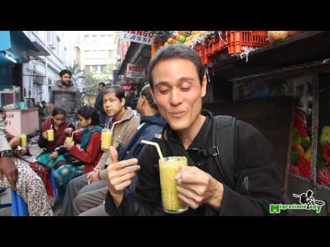 Indian Mango Lassi - The Best Mango Smoothie Ive Ever Had in Kolkata, India!