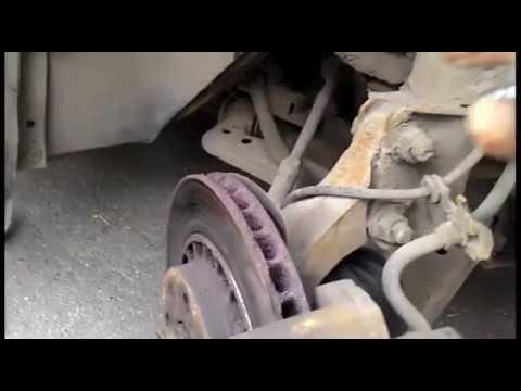 Замена тормозных поршней и смазка суппортов Opel Omega A 2.0i .