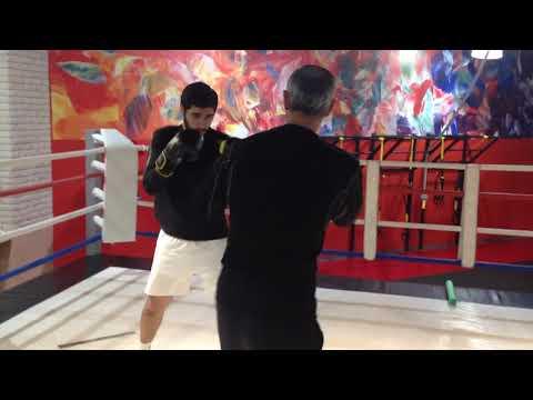 Бокс.Упражнение :Правый навстречу