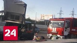 Смотреть видео Крупная авария на МКАДе: три автомобиля разметало по дороге - Россия 24 онлайн