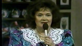 Tramp On The Street - Betty Jean Robinson & The Nashville Grass