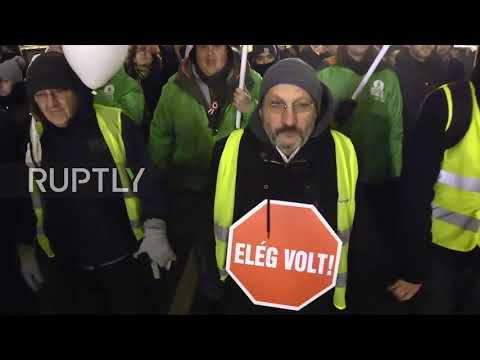 Hungary: Thousands protest 'slave law' in Budapest