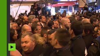 «Tu devrais avoir honte, fainéant !» : François Hollande reçu fraichement au Salon de l'Agriculture