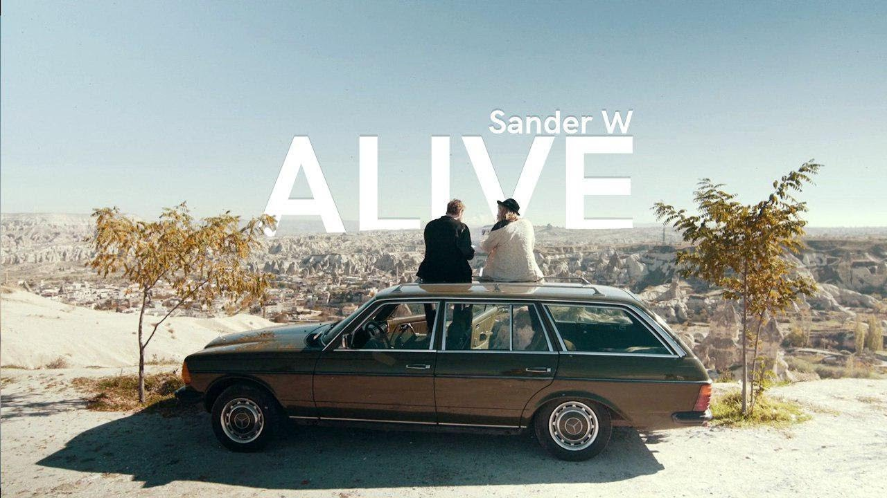 Sander W - Alive (feat. Alexandra) (Lyric Video)