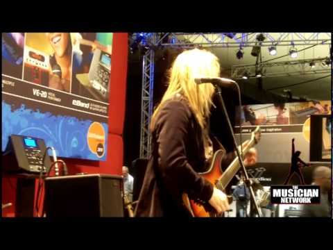 WINTER NAMM 2010 - ROLAND BOOTH - ME-25 Demonstration / Raw Footage