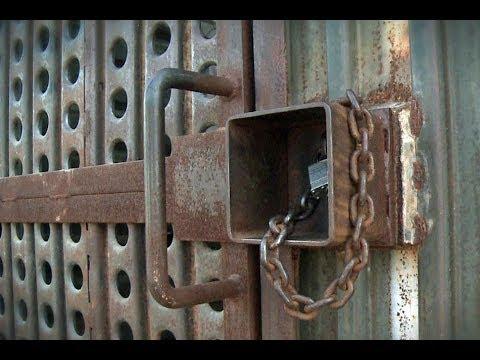 La puerta de los deportados en la frontera entre EE.UU. y México