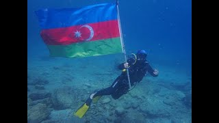 Denizin 15 metre derinliğinde Azerbaycan ve Türkiye bayrağı açtılar