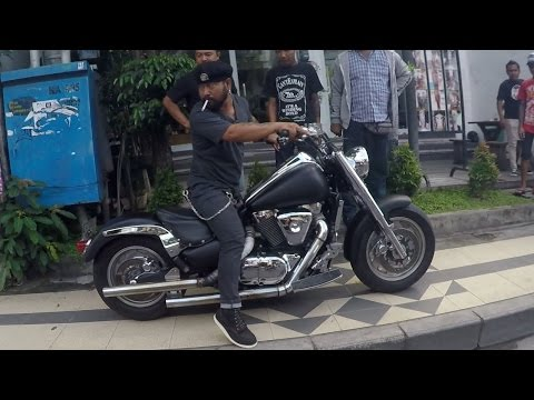 Scootering in Bali | The Sights and Sounds of Seminyak!