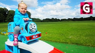 Gaby and Alex playing with Thomas Train & Pit Balls