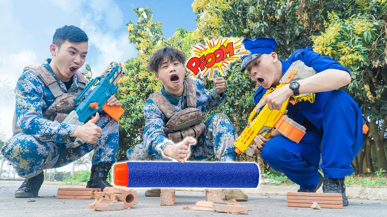Battle Nerf War POLICE TUSSLE Nerf Guns Fight Two Criminal BULLETS BATTLE NERF