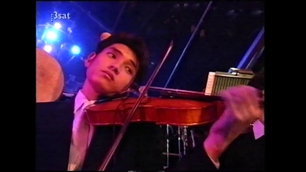 Download Bob Dylan with an orchestra in Japan with Michael Kamen Great Music Experience, 1994.