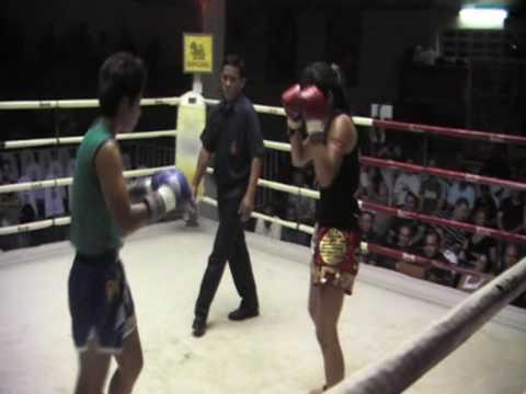 Su Jeong (Korea) Sinbi Muay Thai fights @ Patong Stadium
