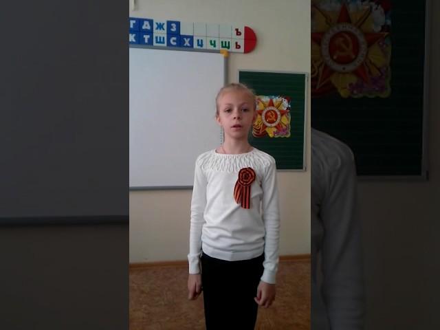 Изображение предпросмотра прочтения – УльянаВласова читает произведение «Он не вернулся из боя...» В.С.Высоцкого