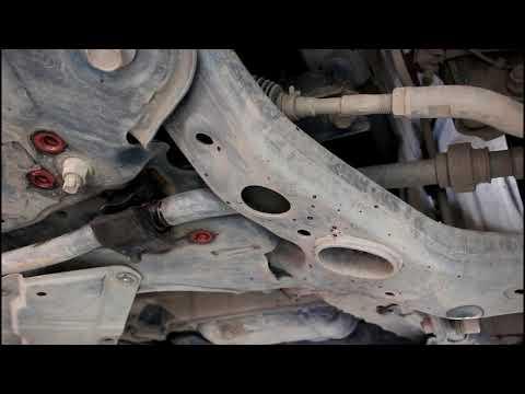 Замена втулок переднего стабилизатора  Toyota RAV4 2,0 Тойота РАВ 4 2011 года