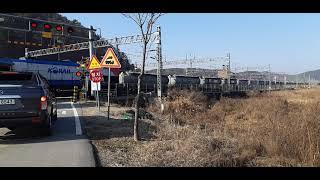 서창역을 통과하는 행선지미상 화물열차