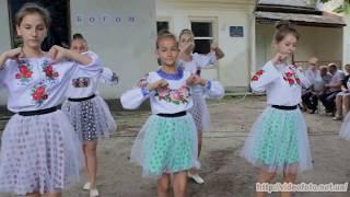 Дівчата танцюють,танець Веснянка,Мервичі,танцюють,танцювали,пісні танцювати,вуличні танці,танцы
