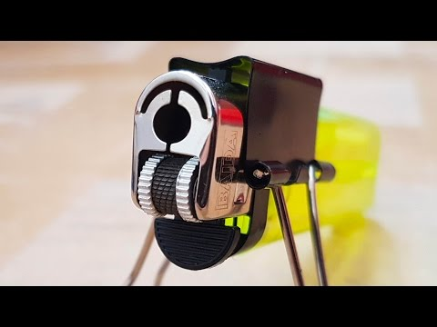 Make a Phone Charging Stand With a Pair of Binder Clips