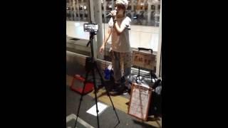 先日、川崎駅東口での路上ライブの模様をアップしました。