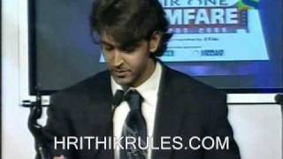 Hrithik wins the BA awards at Filmfare (2007) for D2