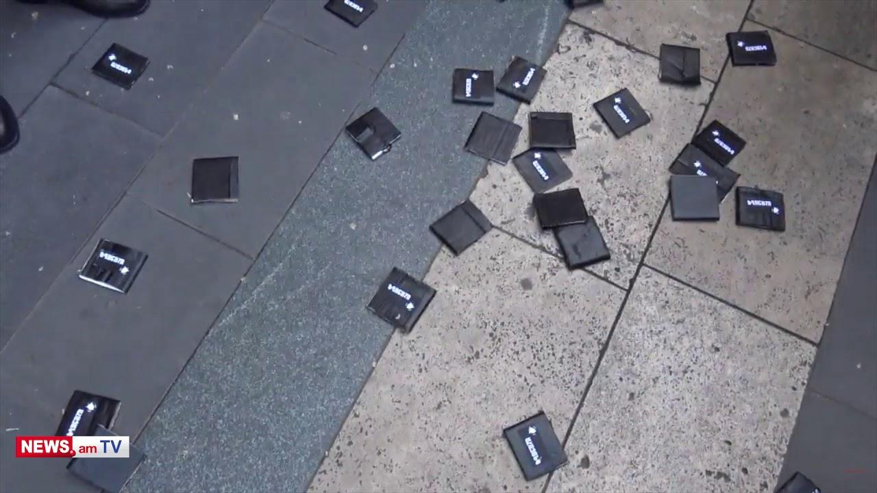 Տեսանյութ. Խփում եք ոստիկաններին, ներողություն խնդրեք. վեճ՝ կառավարության մոտ