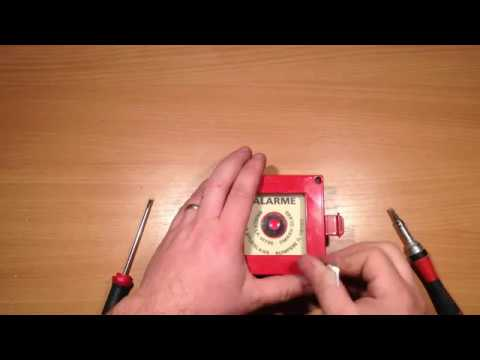alarme incendie test bbg ancien boitier bris de glace en r el youtube. Black Bedroom Furniture Sets. Home Design Ideas