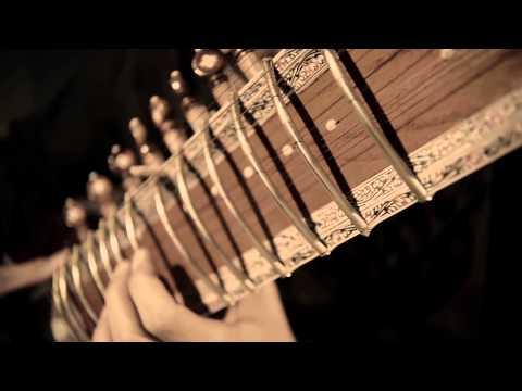Arsenio Diaz, cuban musician playing a sitar