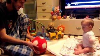 видео Играем с малышом в 8 месяцев