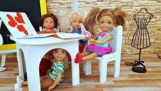 45 МИНУТ ПОД ПАРТОЙ. ПРОНИКЛИ В ЧУЖОЙ КЛАСС - Школа. Куклы Барби – Видео про школу