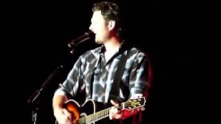 Ol' Red Blake Shelton live