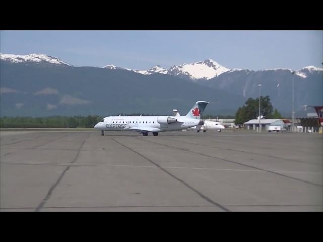 CRJ200 and B1900C at CYXT