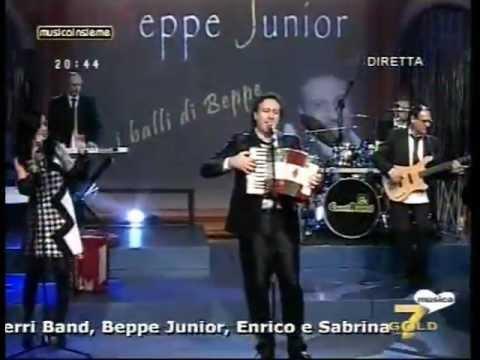 """Su 7 Gold Beppe Junior canta """"il ballo di Beppe"""" tratto dal disco SALENTOMANIA"""