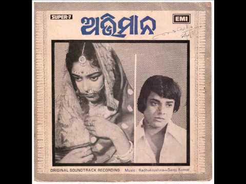 Usha Mangeshkar and others sing ''Chupi Chupi Gori Kane....'in Odia Movie ''Abhimana'(1977)