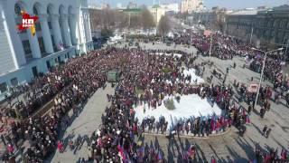 Тысячи людей пришли проститься с комбатом Гиви