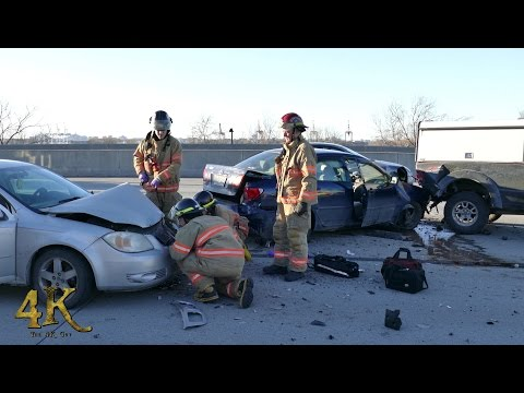 longueuil:-first-on-scene-at-multi-car-crash-on-highway-12-25-2016