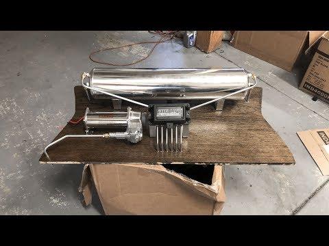MINT E30 Gets A SHOW CAR Trunk Setup!