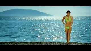 Repeat youtube video kareena kapoor in bikini [720p - HD] - Tashan