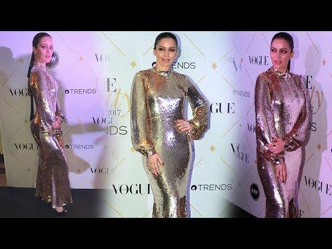 Waluscha De Sousa HOT In Skin Tight Silver Dress At Vogue Beauty Awards 2017