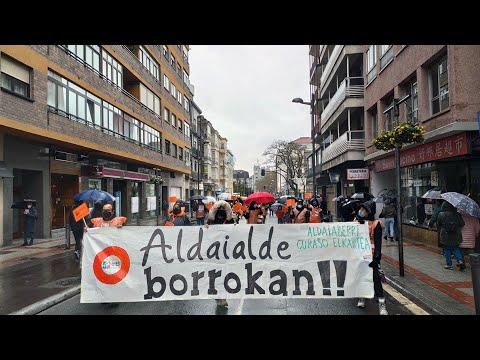 Las familias de Aldaialde salen a la calle hartos de promesas incumplidas