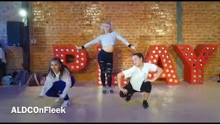 """Mackenzie Ziegler SLAYS Sultry *NEW* Dance Combo to """"The Middle"""""""