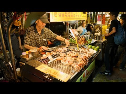 Taiwan Night Market Tour and Delicious Taiwanese Sesame Oil Chicken Soup!