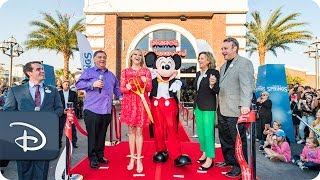 reese-witherspoon-opens-planet-hollywood-observatory-at-disney-springs