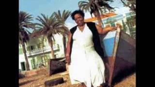 Cesária Évora, Petit Pays