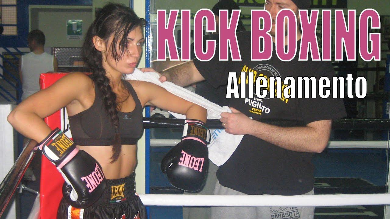 Allenamento di KICK BOXING femminile al CLUB SCACCHIA di Teramo.