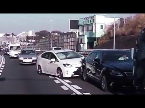 国道1号 原宿の交差点でDQNな事故!一部始終!正月ドライバーのプリウスがレクサスにノーブレーキで突っ込みエアバッグ作動