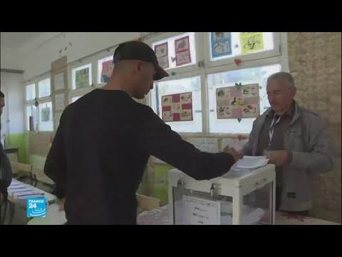 الجزائريون يتوجهون إلى صناديق الاقتراع للتصويت في انتخابات محلية  - نشر قبل 2 ساعة