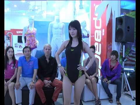 สาวเซ็กซี โชว์ชุดว่ายน้ำสปีโด