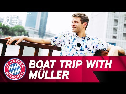 Sightseeing & Interview - A Boat Trip With Thomas Müller 🎙🛥 | Audi Summer Tour 2017