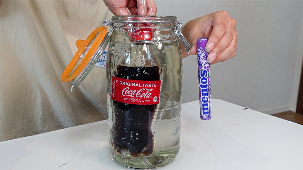 メントスコーラを水飴の中で開けると…?#Shorts